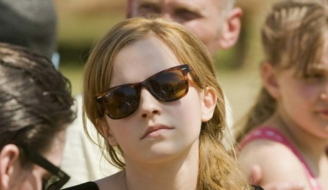 Эмма Ватсон в очках Ray-Ban Wayfarer